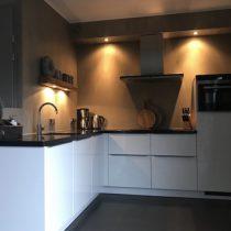 Lichte keuken landelijk sobere accessoires