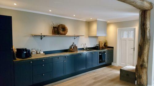 Landelijke keuken met houten balk