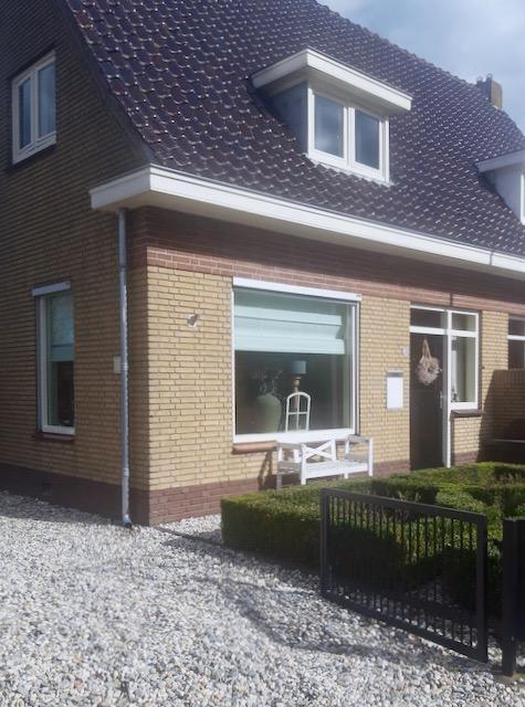 Landelijke voordeur vensterbank 2-onder-1-kap woning