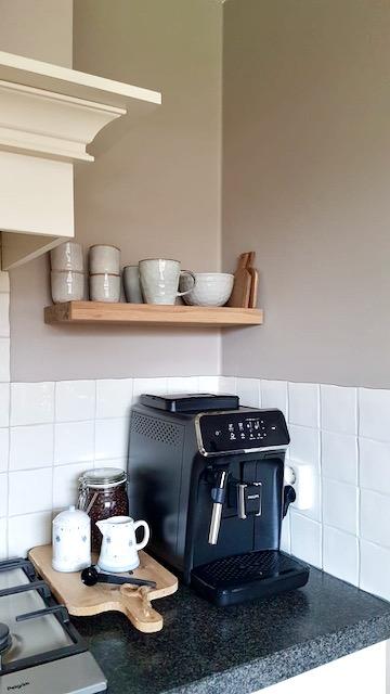 Koffiehoekje aanrecht landelijke keuken